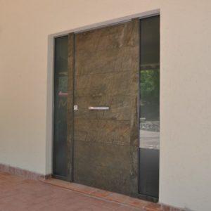 C20 300x300 Blindato Effepi: Clast dà il benvenuto a un nuovo mondo di sicurezza. | Clast srl: porte, portoni, sicurezza, cancelli, automazioni. Via Soncino 5, Trescore Cremasco