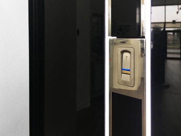 03 600x450 Clast srl presenta Pirnar OneTouch: lingresso più personale al mondo | Clast srl: porte, portoni, sicurezza, cancelli, automazioni. Via Soncino 5, Trescore Cremasco