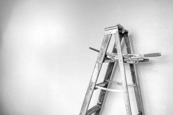 lavori in casa 1 600x400 Opere in edilizia libera: le novità del DL 81 2018 | Clast srl: porte, portoni, sicurezza, cancelli, automazioni. Via Soncino 5, Trescore Cremasco