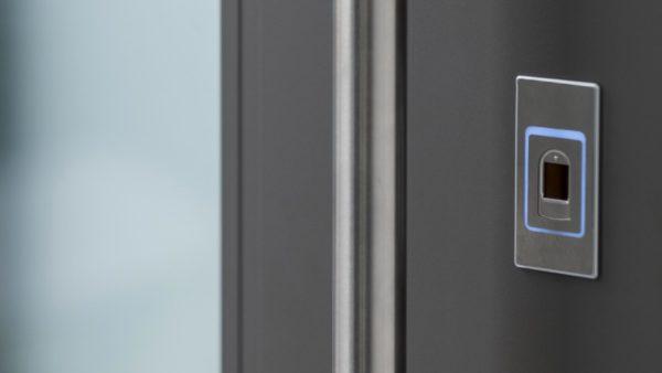kopen doors slider sicurezza 600x338 Portoncini in alluminio Kopen. Clast apre allinnovazione Made in Italy. | Clast srl: porte, portoni, sicurezza, cancelli, automazioni. Via Soncino 5, Trescore Cremasco