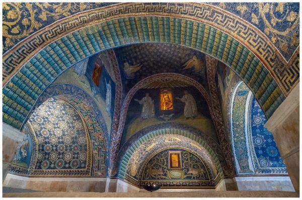 mausoleo galla placidia ravenna 600x399 YourNextDesign: larte del dettaglio, il mosaico | Clast srl: porte, portoni, sicurezza, cancelli, automazioni. Via Soncino 5, Trescore Cremasco