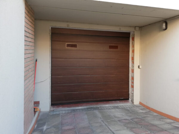 be66a0c2 d6de 47f6 bbfc f62c59fb025a 600x450 Casa e garage al sicuro senza pensieri: ci pensa Clast.   Clast srl: porte, portoni, sicurezza, cancelli, automazioni. Via Soncino 5, Trescore Cremasco
