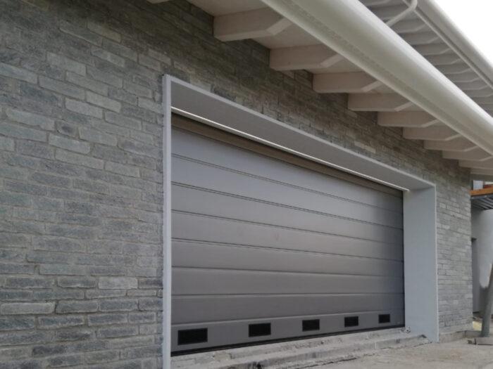 WhatsApp Image 2021 01 28 at 11.04.09 2 700x525 Quando serve qualità per il garage e la casa, lì cè Clast | Clast srl: porte, portoni, sicurezza, cancelli, automazioni. Via Soncino 5, Trescore Cremasco