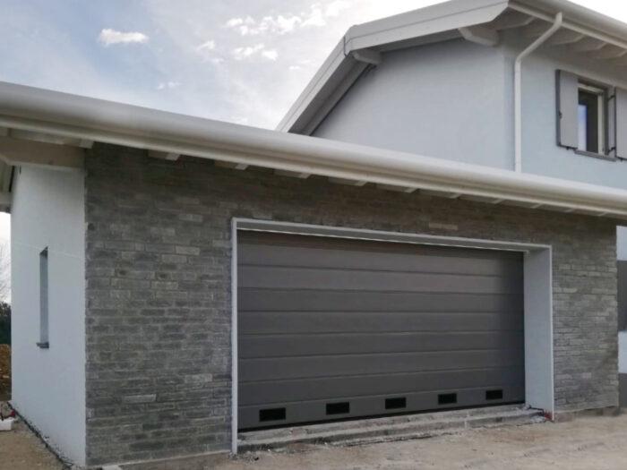 WhatsApp Image 2021 01 28 at 11.04.10 2 700x525 Quando serve qualità per il garage e la casa, lì cè Clast | Clast srl: porte, portoni, sicurezza, cancelli, automazioni. Via Soncino 5, Trescore Cremasco