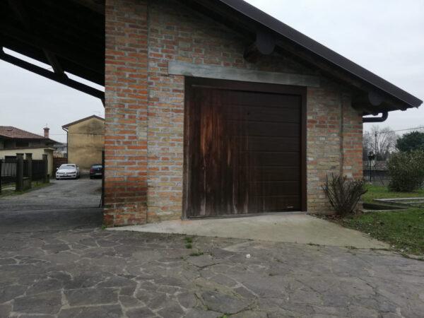 WhatsApp Image 2021 04 08 at 21.31.46 1 600x450 Qualità e sicurezza per il vostro garage? Chiedete a Clast.   Clast srl: porte, portoni, sicurezza, cancelli, automazioni. Via Soncino 5, Trescore Cremasco