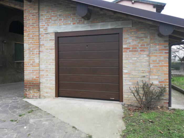 WhatsApp Image 2021 04 08 at 21.31.47 1 1 700x525 Qualità e sicurezza per il vostro garage? Chiedete a Clast.   Clast srl: porte, portoni, sicurezza, cancelli, automazioni. Via Soncino 5, Trescore Cremasco